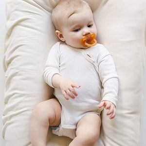 NWT Snuggle Me Organic Patented Sensory Lounger